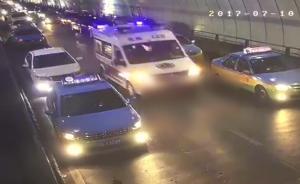 宜昌隧道拥堵车辆给救护车让出生命通道,比平时还快近半小时