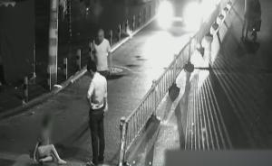 智障男童深夜躺倒马路,警方正寻找家人