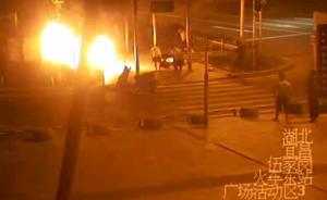 暖闻|湖北宜昌一停车点被纵火,路过司机火中拖出六辆摩托车