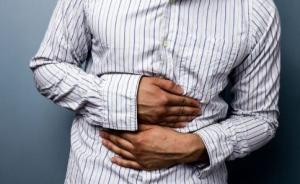 """杭州小伙为养生坚持5年""""过午不食"""",胃里形成两个巨大溃疡"""