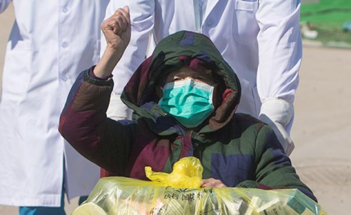 全民战疫 雷神山医院首例治愈患者:83岁袁奶奶今日出院