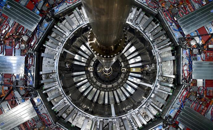 "CERN首次开展双荷子搜索,未觅""芳踪"",但缩小参数空间"