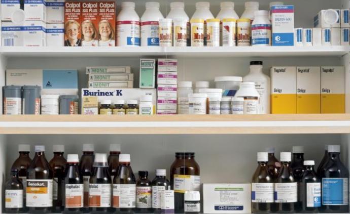 """并不仅仅是达明·赫斯特的""""药柜"""",当医药遇上当代艺术"""