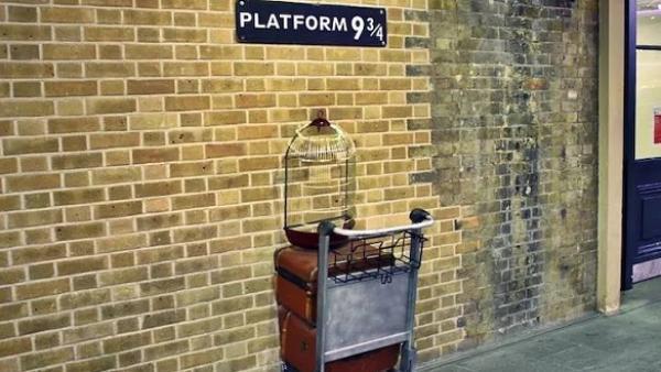 19年后,2017年9月1日和哈利·波特再次相遇于9¾站台