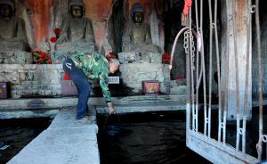 """冯开平22年的""""护宝""""人生:海拔1700米山巅与佛像相伴"""