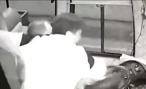 浏阳警方:男子吸毒致幻抢方向盘致客车撞隧道,又锤击售票员