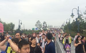 上海迪士尼今晨客流超6万,警方联手乐园应对大客流