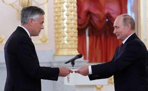 美国新任驻俄大使乔恩·亨茨曼向普京递交国书,曾任驻华大使