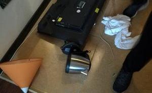 """天津男子为当""""网红""""在武汉一酒店房间直播打砸,被警方拘留"""
