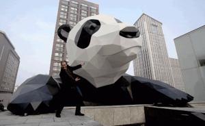"""成都""""翻墙大熊猫""""设计师劳伦斯逝世,享年60岁"""