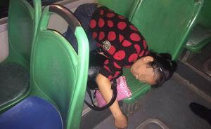 武汉女子与丈夫争吵后喝三斤劲酒醉倒公交,民警开道救其一命