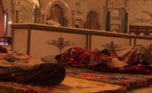 被捕沙特王子现状:被关五星级酒店会议厅,简单打地铺休息