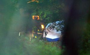 当地时间2017年11月17日,英国白金汉郡,英国白金汉郡一架直升机与小型飞机在半空相撞,目前或已有数人遇难。警方称,空难调查人员目前正前往现场,但当务之急是挽救生命。视觉中国 图