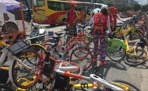 """杭州出现""""单车猎人""""志愿者团队:专管共享单车无序停放"""