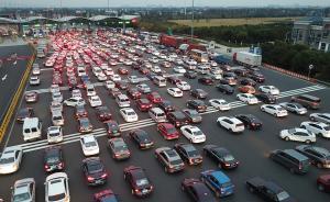 2017年11月19日, 上海食蟹客从苏州返程,苏州绕城高速公路淀山湖收费站增加人手,12个人工窗口全部打开。