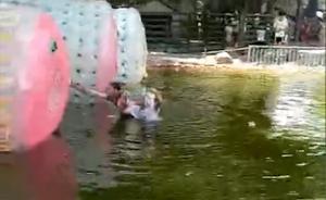 男童落水,休假协警跳水单手托出拒酬谢