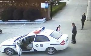 江苏兴化警车被指送小孩上学,警方:驾驶员干的,已被辞退