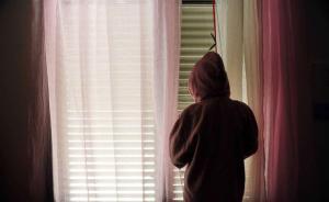 南京站被猥亵女童随养父回家,警方称其兄承认实施违法行为