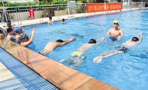 海南政府买单推中小学游泳教学:新招体育教师须会游泳懂救生