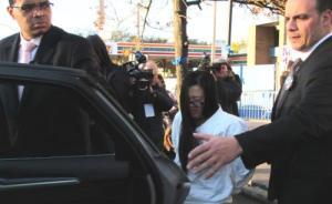 纽约22岁华裔女子涉纵火致华裔夫妇死亡被起诉,或终身监禁
