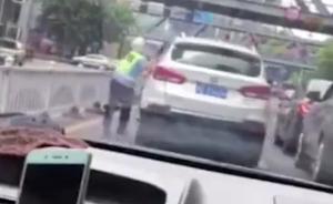 视频|广东惠州一车主为逃处罚连撞12车,拖行交警碾压摩托