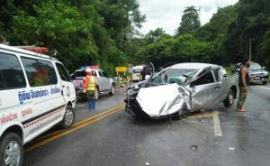 泰国清迈一旅游大巴与皮卡相撞,11名中国游客受伤