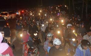 印尼6.9级地震已致2死7伤,当地百姓被要求持续保持警惕