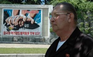 """最后一名叛逃朝鲜美国大兵去世:演""""鬼子""""成明星,儿子入伍"""