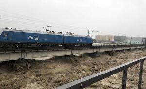涪江大桥水位飙升,四千吨列车压梁抗洪