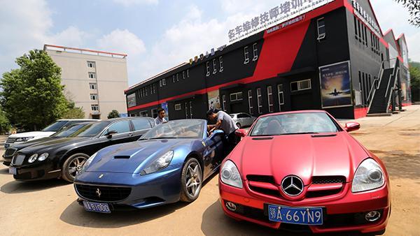 武昌职业学院:千余万买豪车给学生拆解