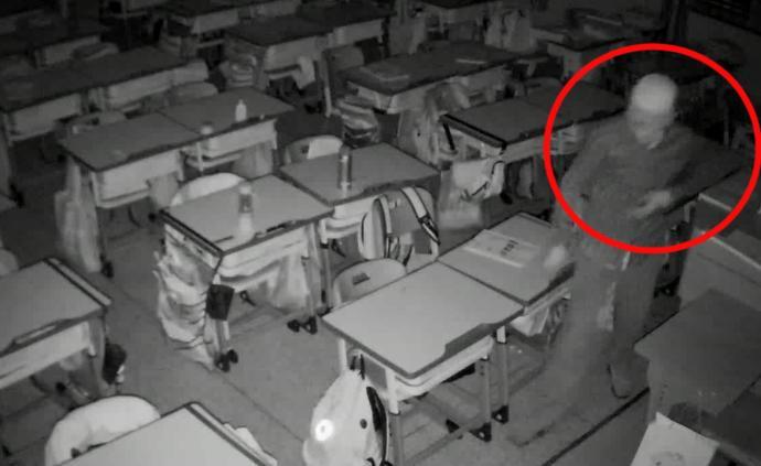 男子深夜翻墙进教室,偷走学生生活费