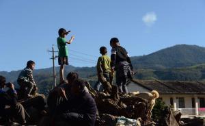 云南边境小镇:炮弹频落对面山头,民房屋顶挂五星红旗防误炸